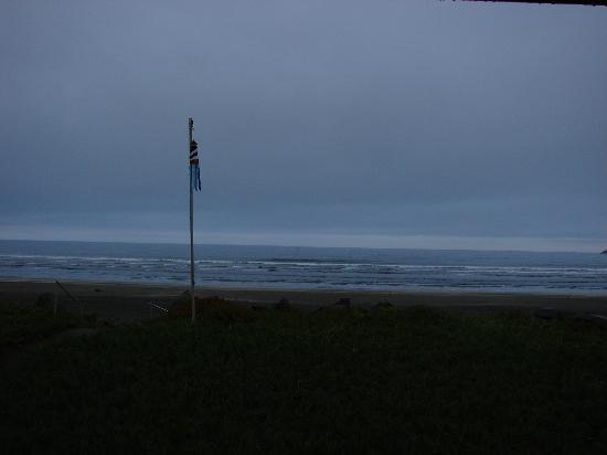 Crescent Beach Motel: Ocean view from the room