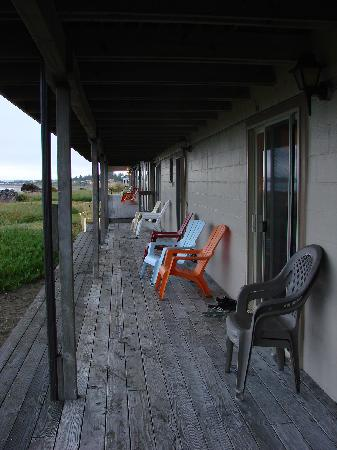 Crescent Beach Motel: Deck