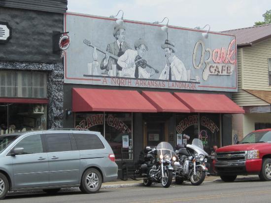 Ozark Cafe : the outside