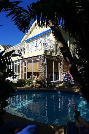 Cape Rose Cottage: Eine Ansicht vom Pool