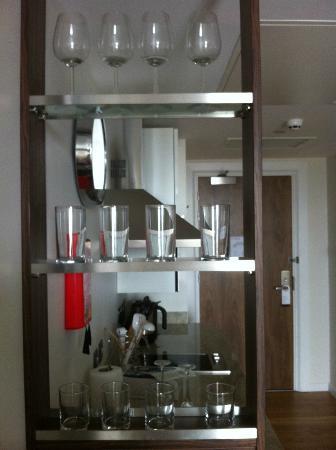 Staybridge Suites London-Stratford City: little kitchen