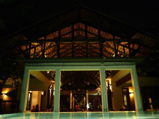 The Paragon Inn: Paragon Inn