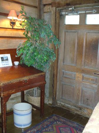 Publick House Historic Inn: Interior of the inn - just love these old historic places!
