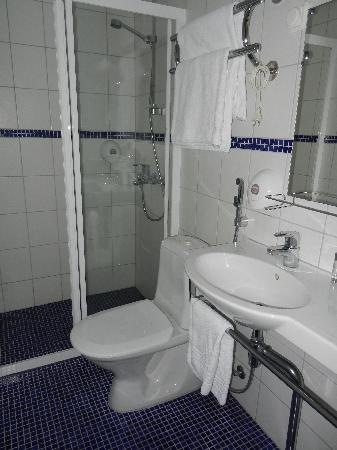 Hotel Helka: Bathroom