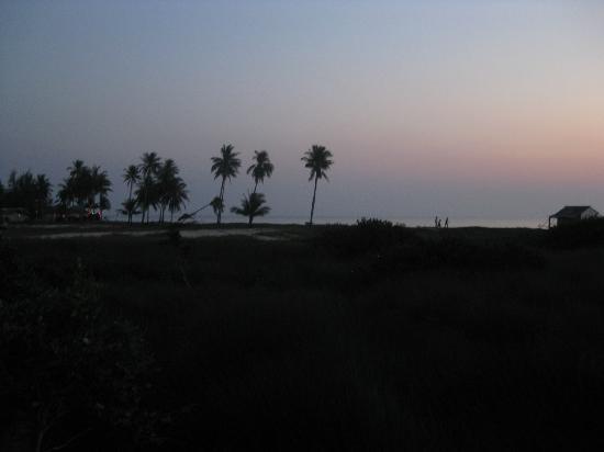Thai Tan Tien Resort: View down to the beach 