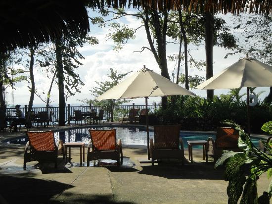 Arenas del Mar Beachfront and Rainforest Resort, Manuel Antonio, Costa Rica : piscine principale vue du bar