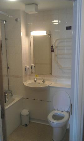 Premier Inn Edinburgh City Centre (Haymarket) Hotel: Bathroom