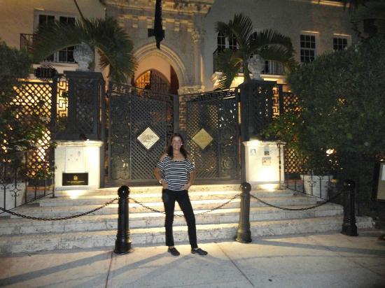 La mansion de gianni versace picture of ocean drive for Gianni versace home
