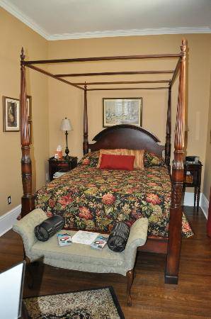The Chisholms in Stratford: Four-post Bed