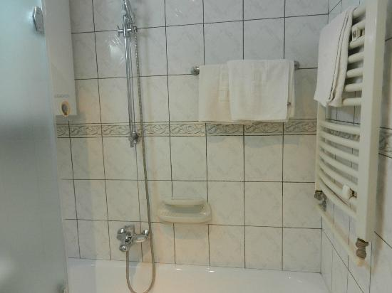 Voyager Apartmens: Bathroom