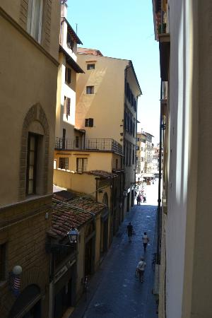 La Signoria di Firenze B&B: View towards piazza from Masaccio room