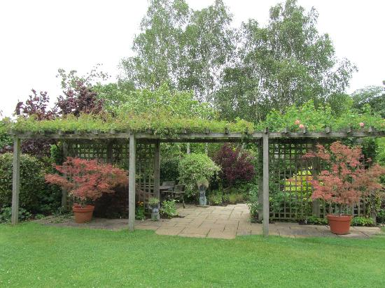 Review 'Barnsdale Gardens': Inspirational, iconic, a ...