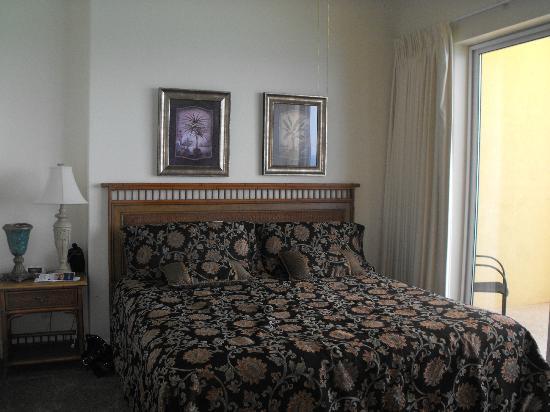 Ocean Villa Condos: Master Room