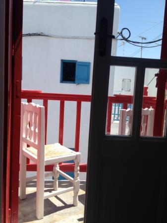 Orpheas Rooms : Balcony onto the street