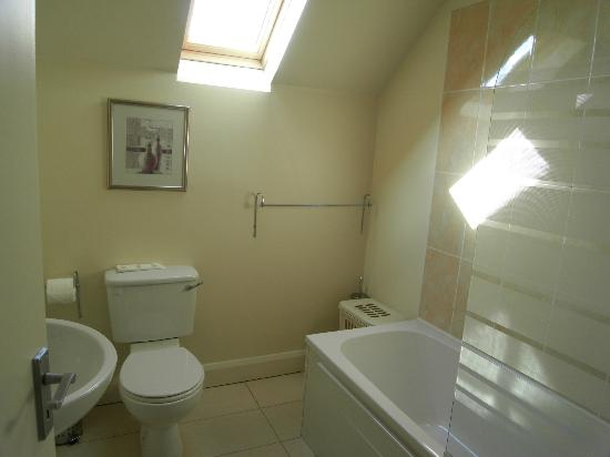 Kenmare Bay Holiday Homes & Lodges: one of 2 1/2 bathrooms in house