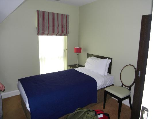 كينمر باي هوتل لودجيز: queen bed in 1 of 3 bedrooms