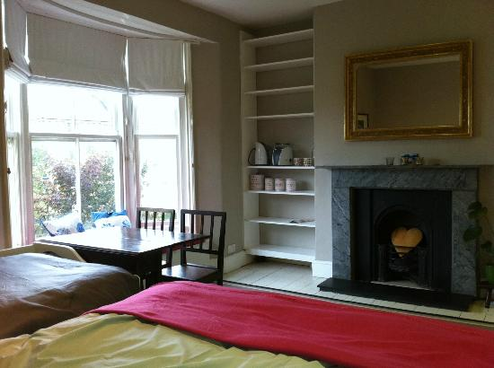Orchard Bed and Breakfast In Lewes: Large room with comfy beds