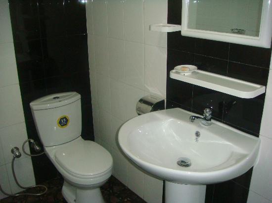Ceylan Lodge: Bathrooms