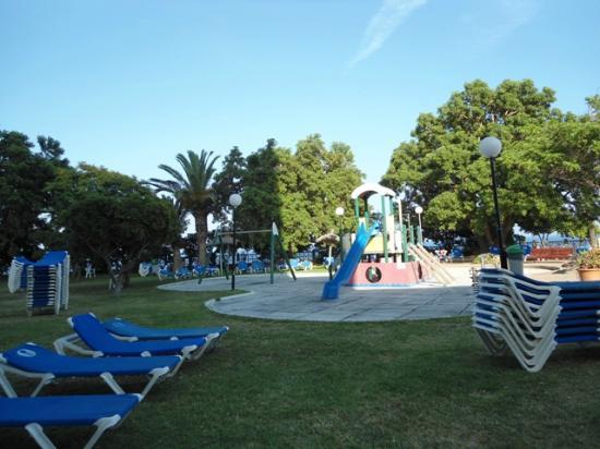 Complejo Calas de Mallorca : Play area outside Mastines