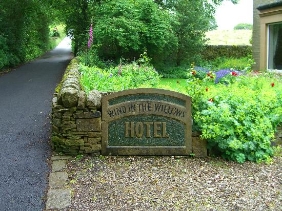 Wind in the Willows Country House Hotel: Sign