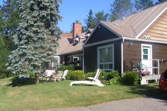 Fortune's Madawaska Valley Inn: Grounds and Inn