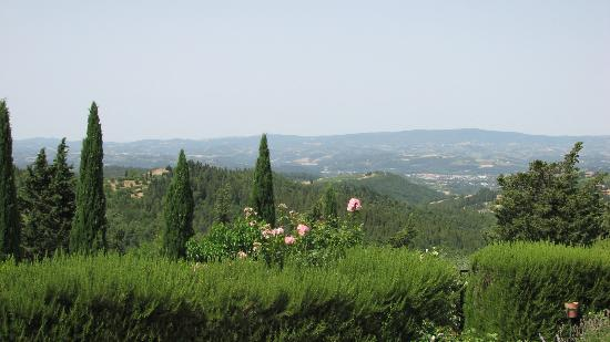 Antico Podere Marciano: view from reception area below peonia room