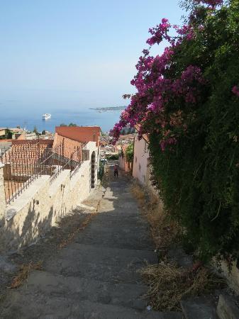 Villa Sara : First set of stairs down to Taormina