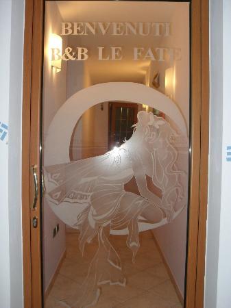 Le Fate del Salento : La porta che conduce alle meravigliose camere