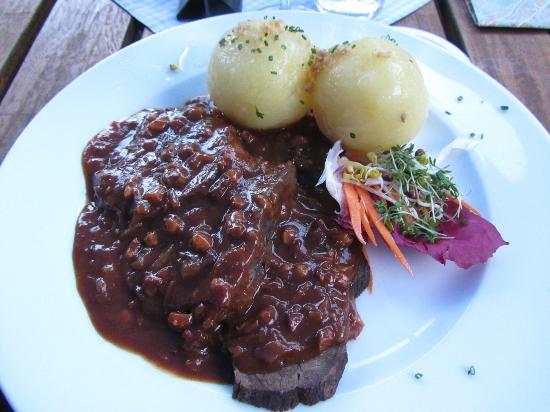 Zum Wildschutz: Bavarian meal with dumplings