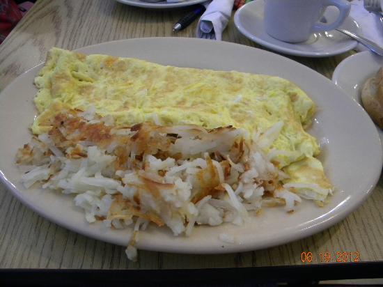 Linda's Family Restaurant : Cheese omelette with hash browns