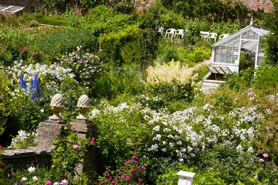 Cirencester, UK: Cerney House Gardens Walled Garden