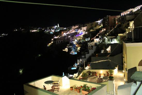 Scirocco Apartments: Caldera night view