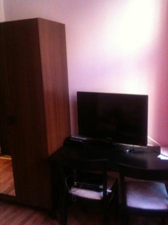 Hotel PurPur: free tv too!