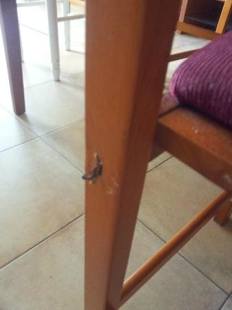 Cumbres de Salou: Nails sticking out of chairs