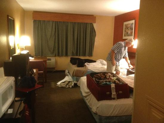 Econo Lodge: curtains are falling off