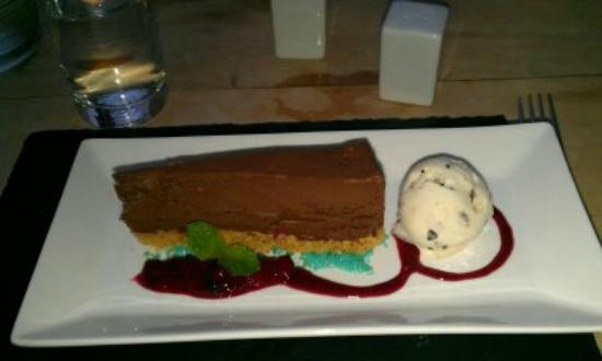Mulberrys Restaurant & Grill: Chocolate and Raspberry Cheesecake with a Popping Candy Crust, Berry Compot & White Chocolate Ic