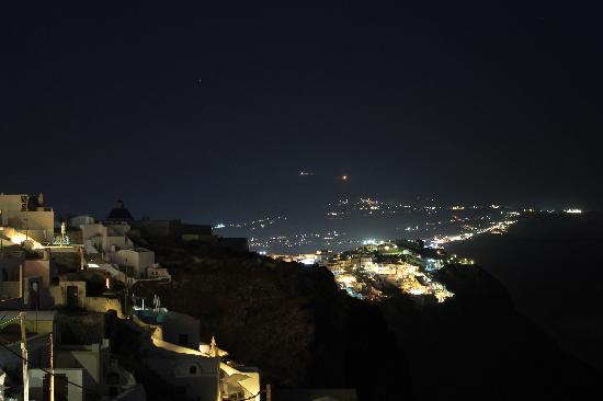 Avianto Suites: Nighttime