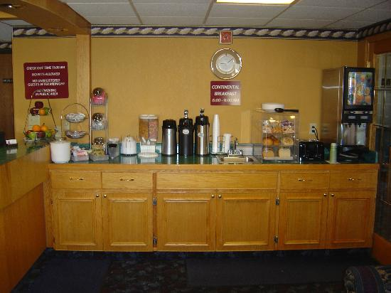 Cottage Grove, MN: Free Continental Breakfast