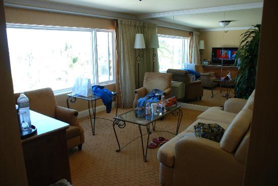 La Valencia Hotel: Suite 25 Living Room