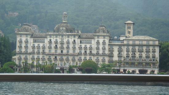 Grand Hotel Des Iles Borromees: Vista Hotel desde el Lago