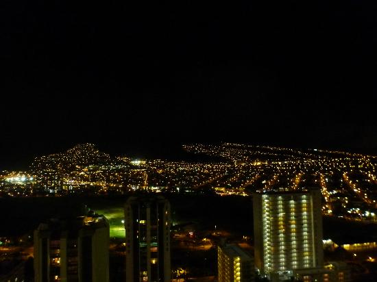 Aston Waikiki Sunset: 部屋からの夜景