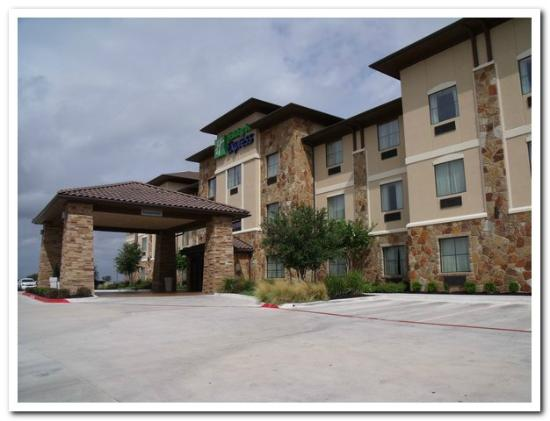 Holiday Inn Express Hotel Marble Falls: view of front of hotel facing southward