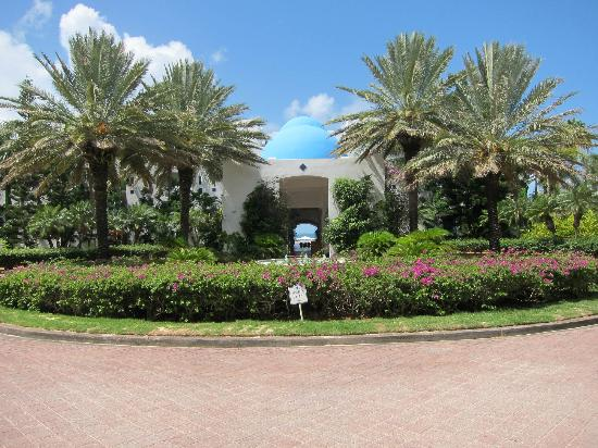 CuisinArt Golf Resort & Spa: As you approach entry of main building