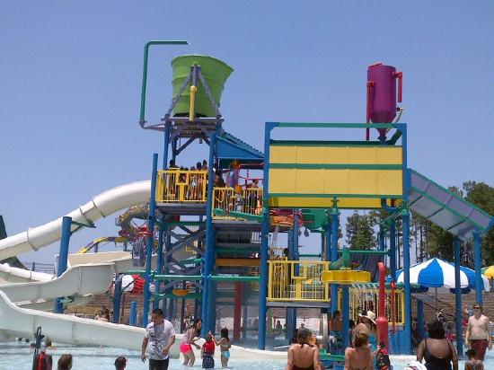 ‪‪Bessemer‬, ألاباما: Water play area with slides‬
