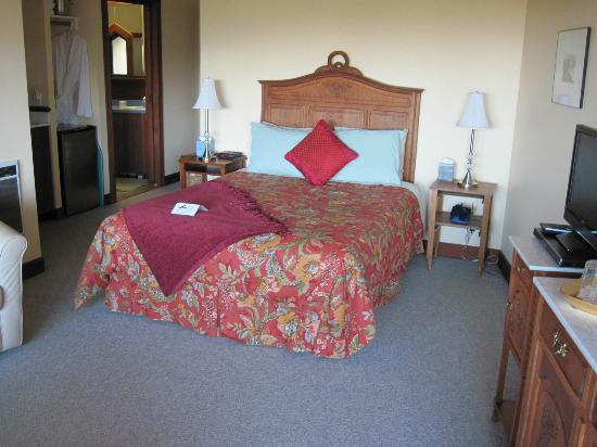 Black Heron Inn: Comfortable bed & bedding; good light