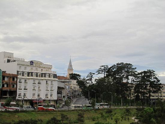 Dalat Plaza Hotel : hotel outside
