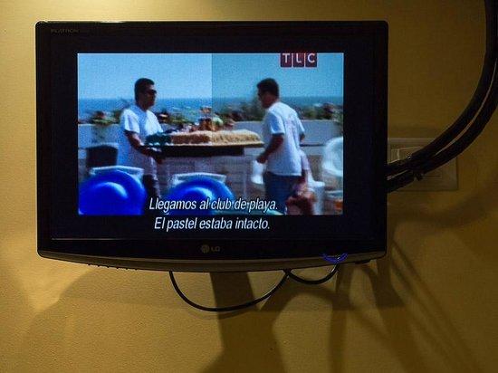 Studio Pueyrredon: TV not working well and very small