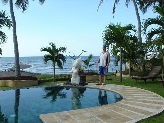 Dolphin Beach Bali: Pool area