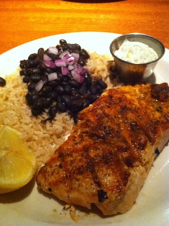 Austin's Restaurant & Bar: Grilled salmon, black beans and brown rice (dill sauce on side)