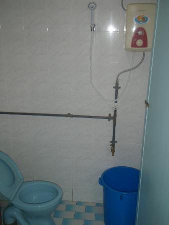 Sun Beach Resort: A struggling but working water heater